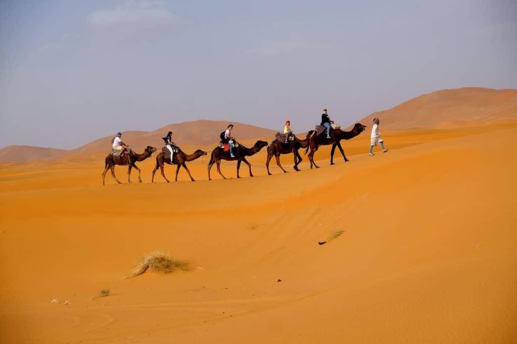 Poušť a projížďka na velbloudech
